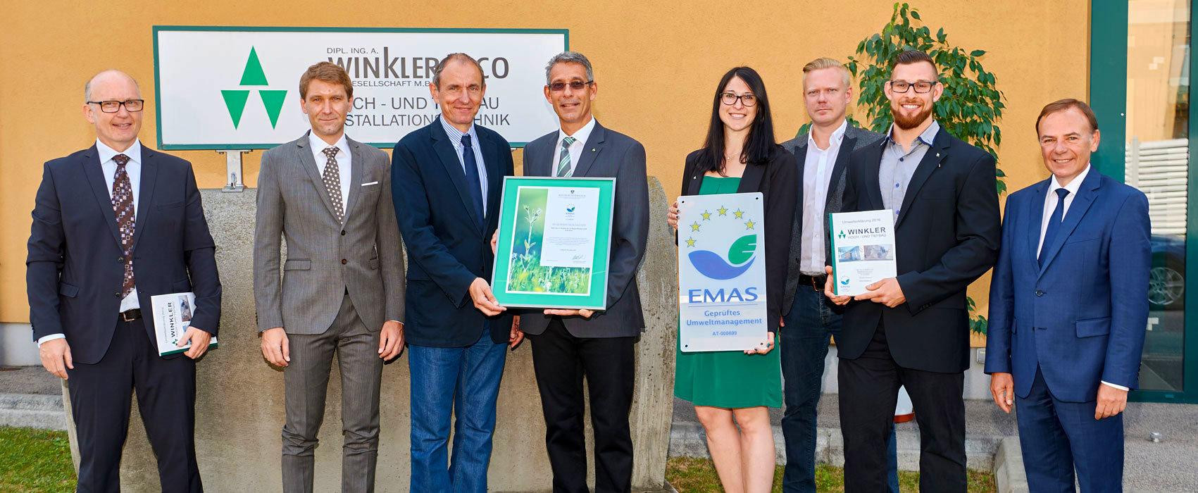 Foto der Übergabe der EMAS Zertifikat